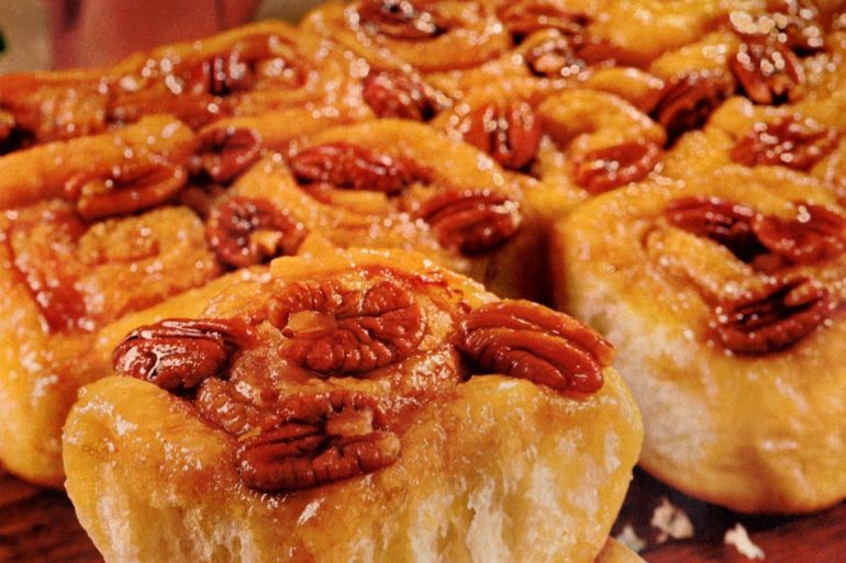 Caramel-pecan harvest rolls A retro recipe from the 1960s