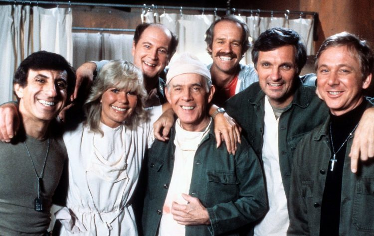 Cast of MASH TV show
