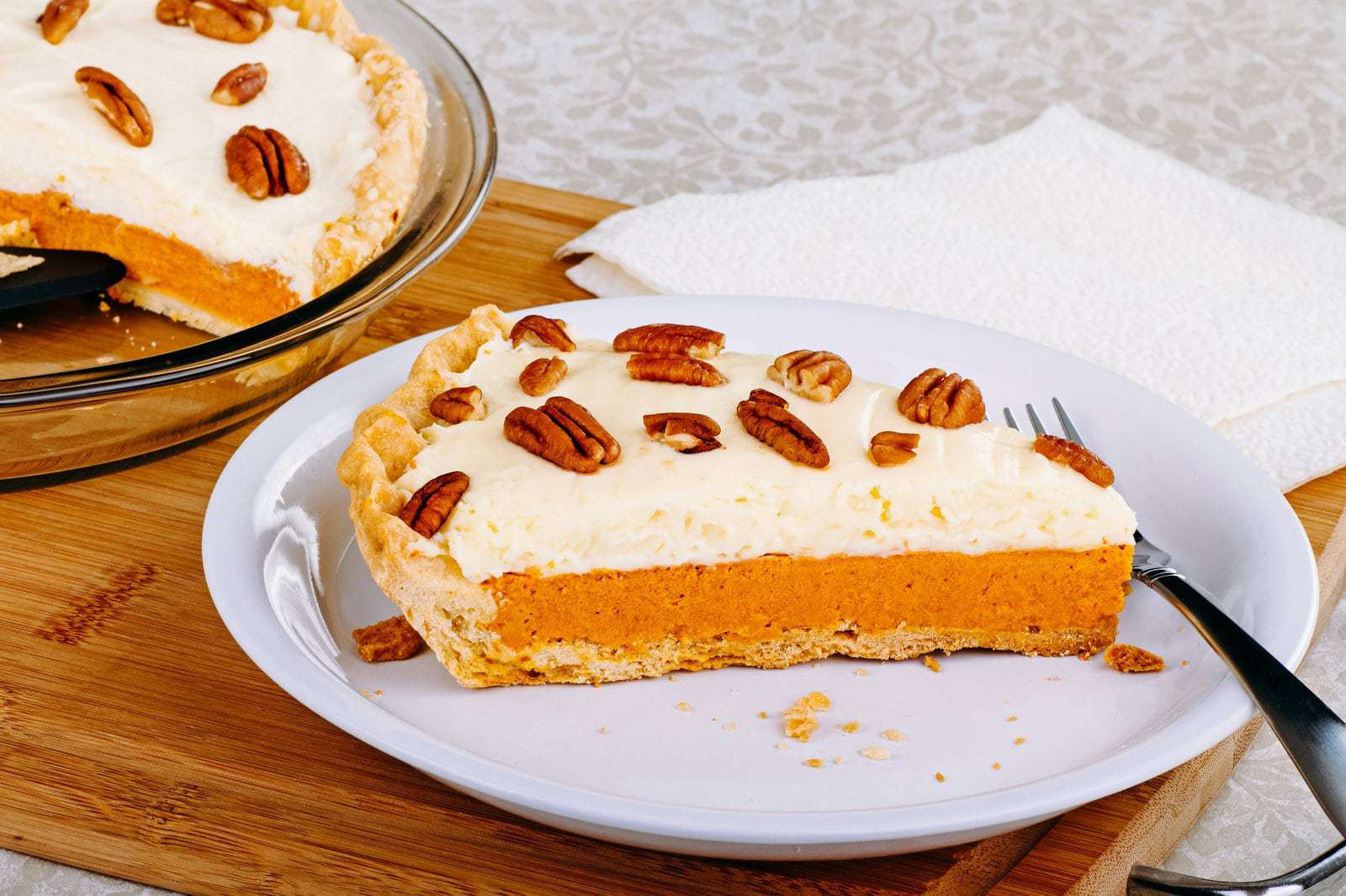 delicious pumpkin cheesecake pie