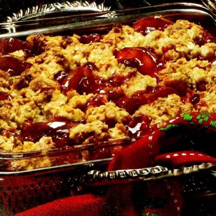 Christmas cobbler with pears and cranberries (1990)
