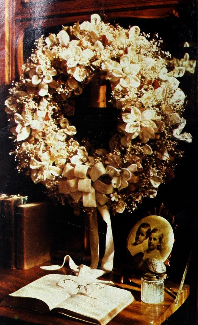 Christmas wreaths and door decor from the 1970s (3)