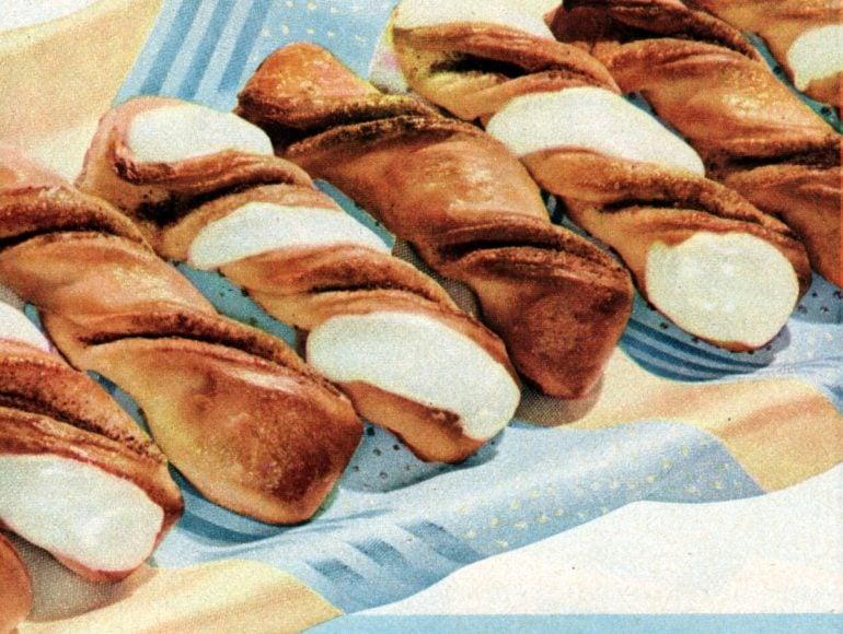 Cinnamon twists Classic yeast breakfast rolls - 50s style (1)