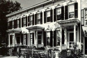 De Lar Roche-Jewell tenant house