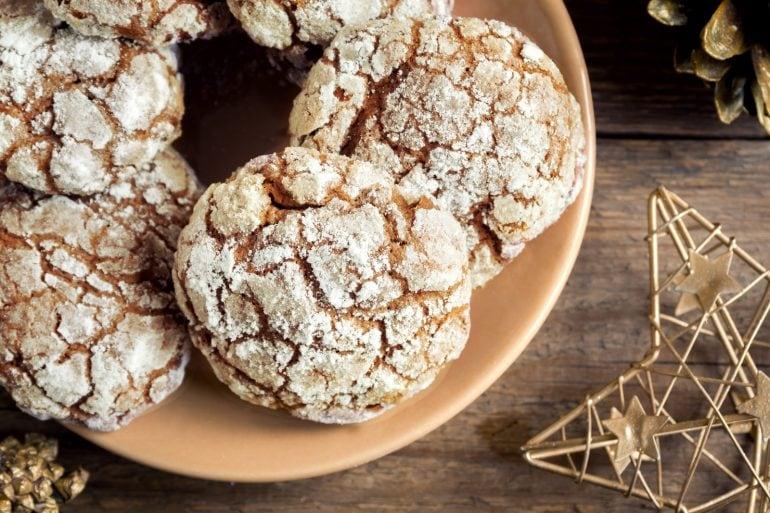 Classic spiced crackle cookie recipe (1982)