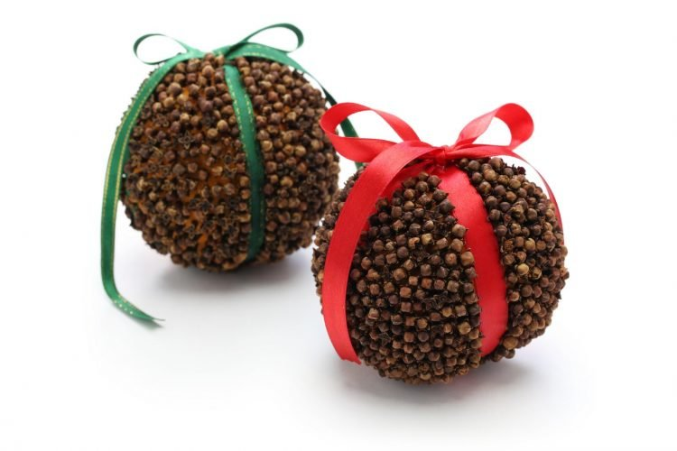 Clove-covered oranges - traditional pomander balls