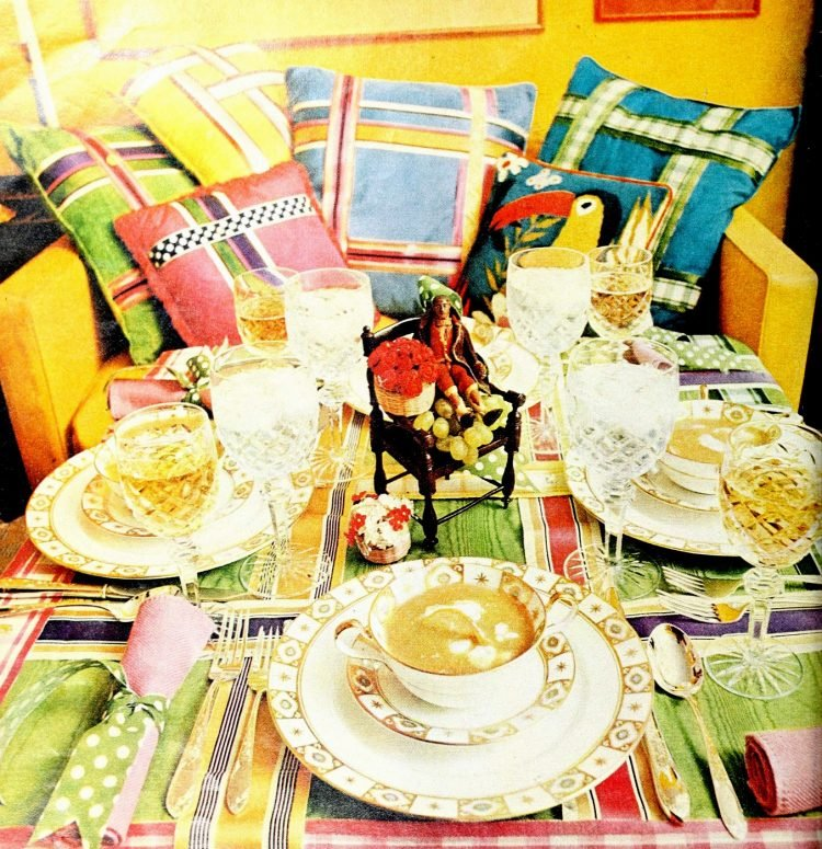 Colorful tablesetting inspiration from the seventies - 1972 (1)