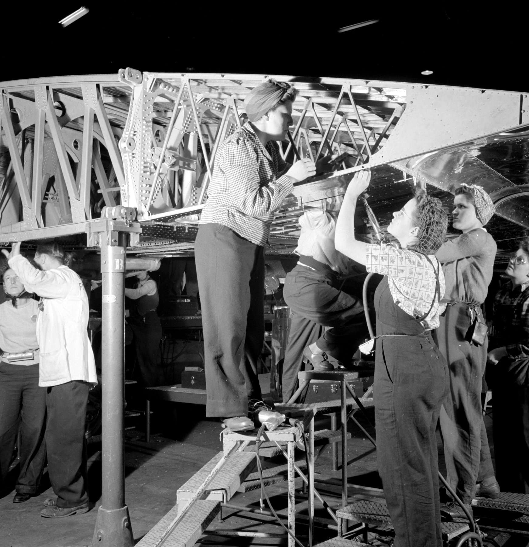 Completing sections of the B-17F plane