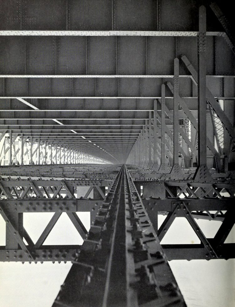 Construction of the Golden Gate Bridge - 1930s (1)