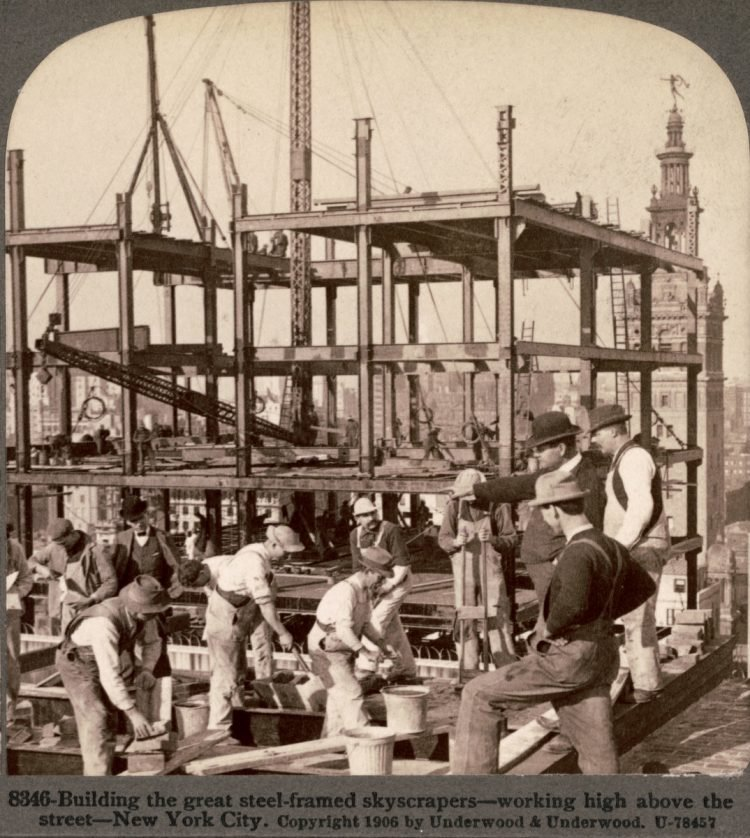 Construction workers on skyscrapers in the early 1900s (6)
