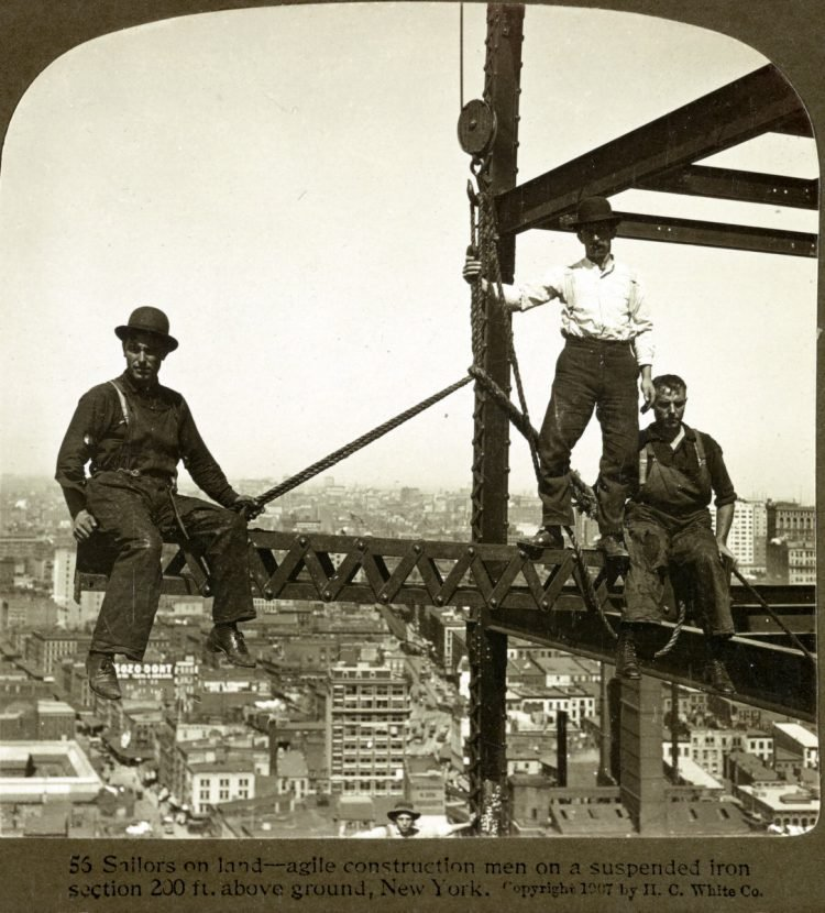 Construction workers on skyscrapers in the early 1900s (7)