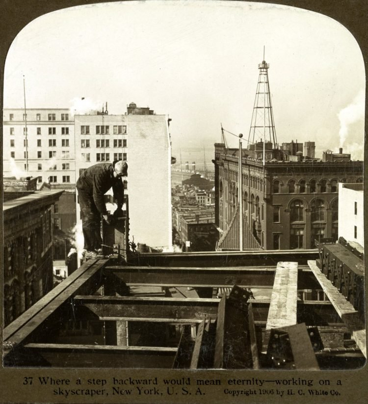 Construction workers on skyscrapers in the early 1900s (8)