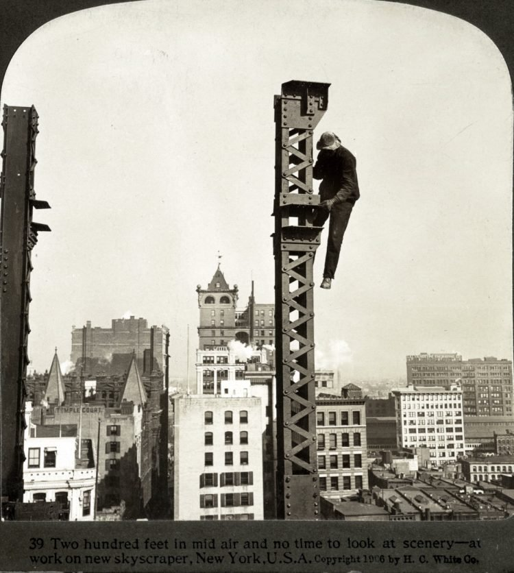 Construction workers on skyscrapers in the early 1900s (9)