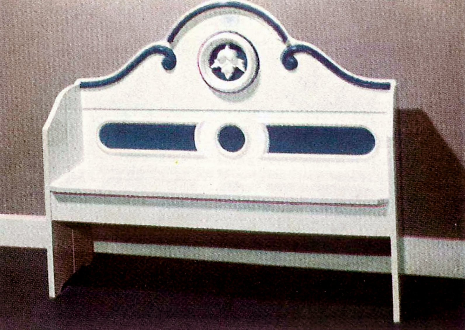 Converting parts of old beds into cute benches (2)