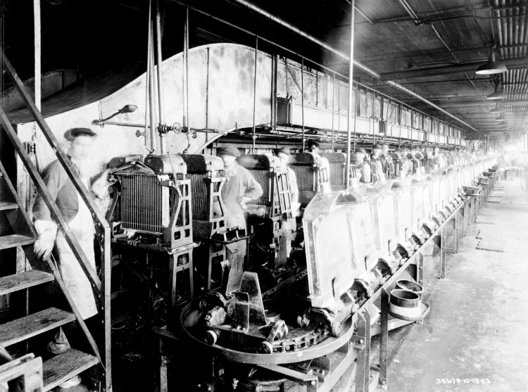 Conveyors bring radiators 1923
