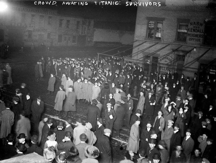 Crowds awaiting Titanic survivors - 1912