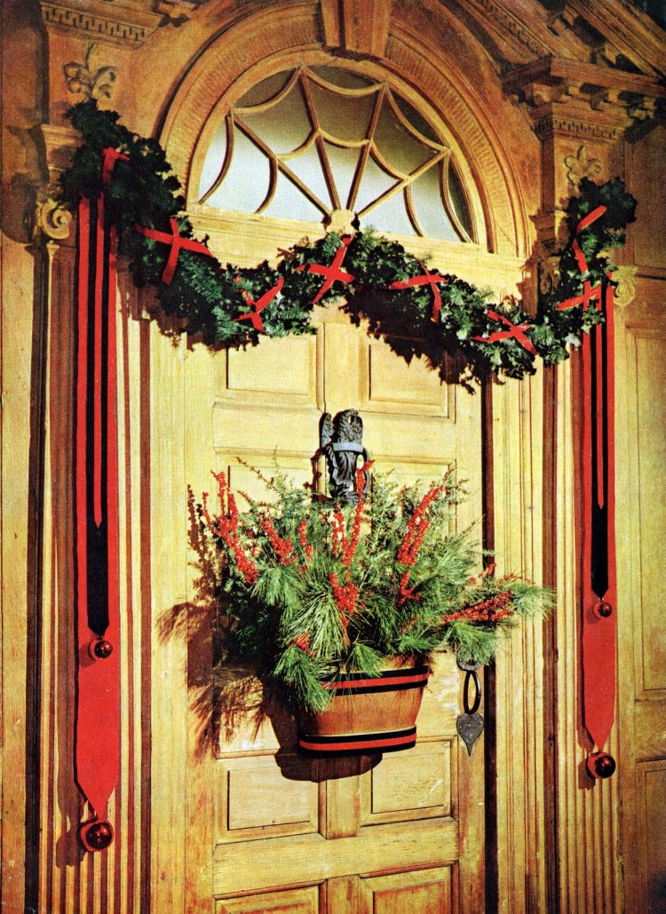 DIY Christmas decor for the front door of your home from 1960
