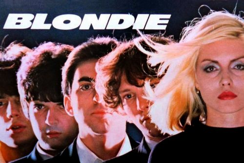 Debbie Harry & Blondie have the punk rock moves (1977)