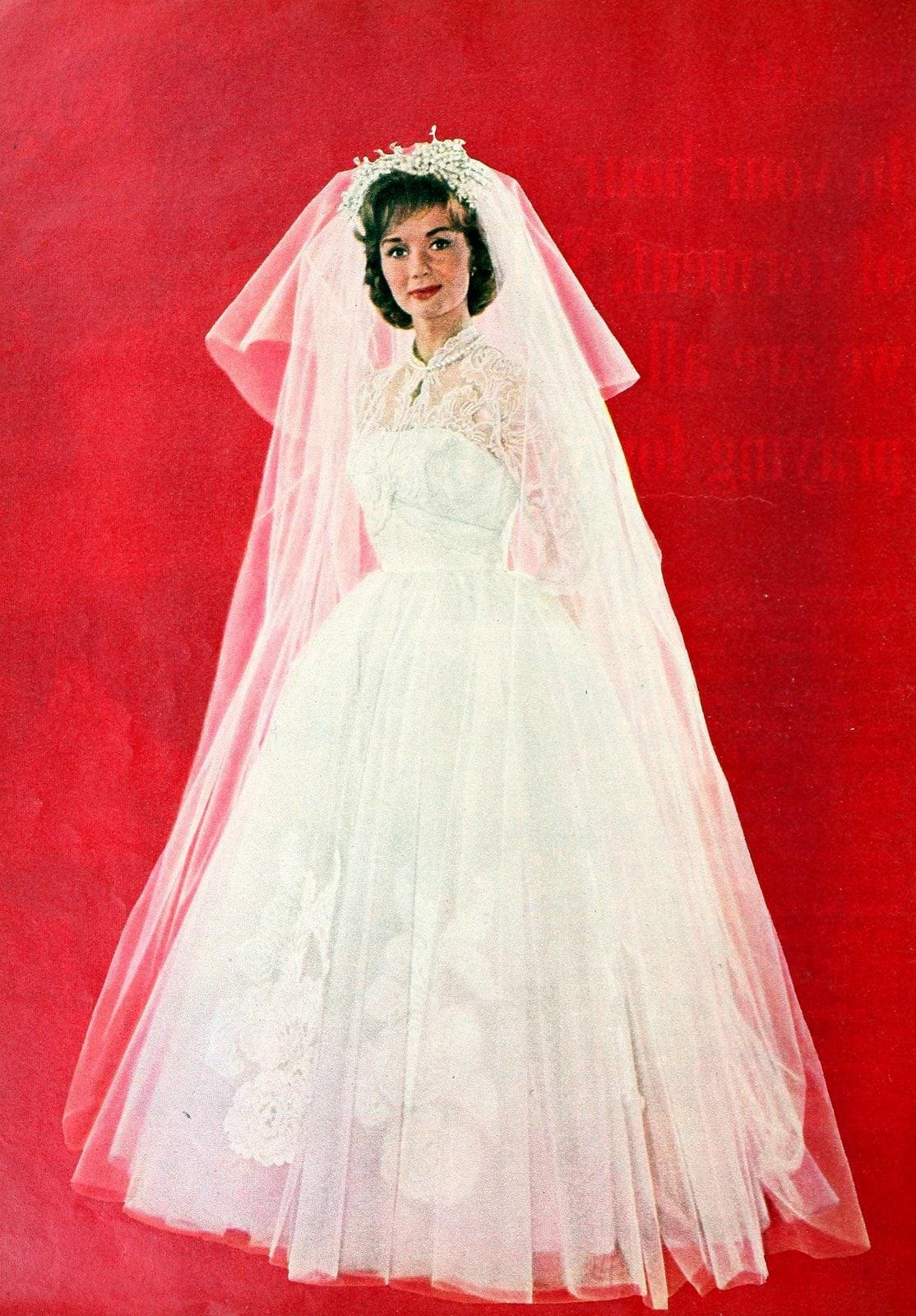 Debbie Reynolds in her wedding dress (1960)