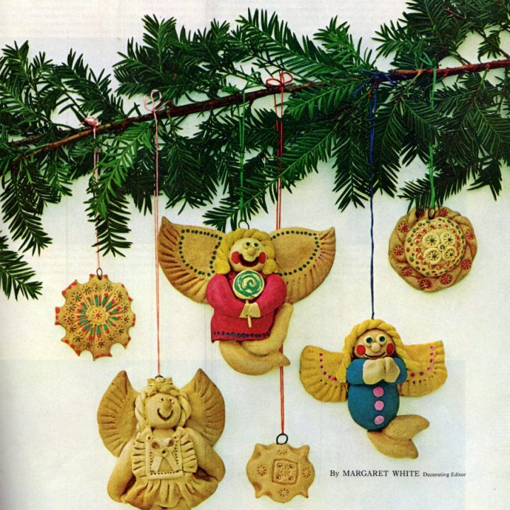Decorate the Christmas tree with salt dough ornaments (4)