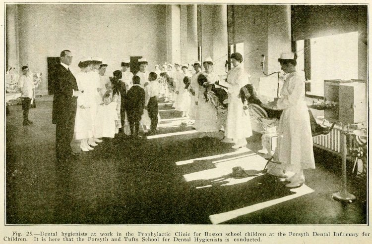 Dental hygienists in Boston - Forsyth and Tufts School (1920)