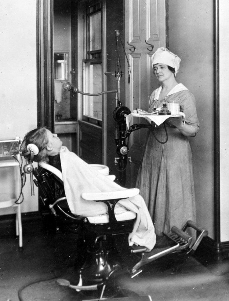 Dental office - 1920s