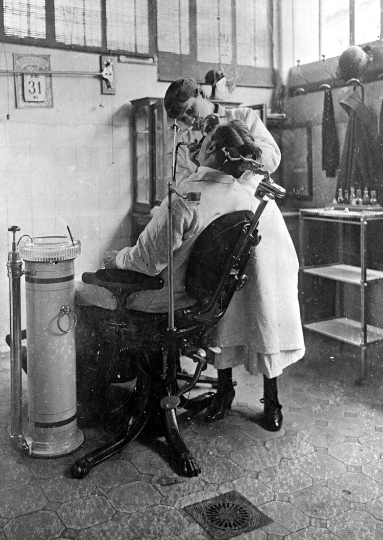 Dental work - American Red Cross photo (c1918)