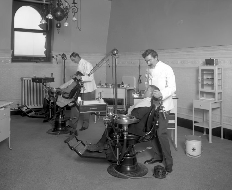 Dentists in 1910
