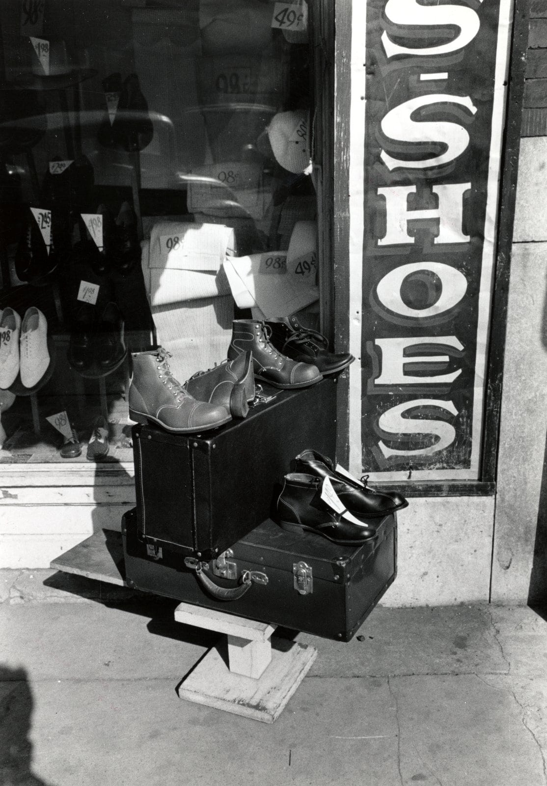 Display in front of shoe store, Muskogee, Oklahoma (1939 via NYPL)