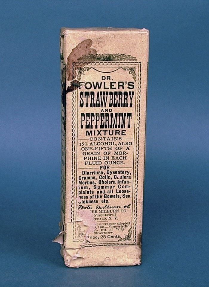 Dr. Fowler's Strawberry and Peppermint Mixture with morphine - c1907 - Smithsonian CC0