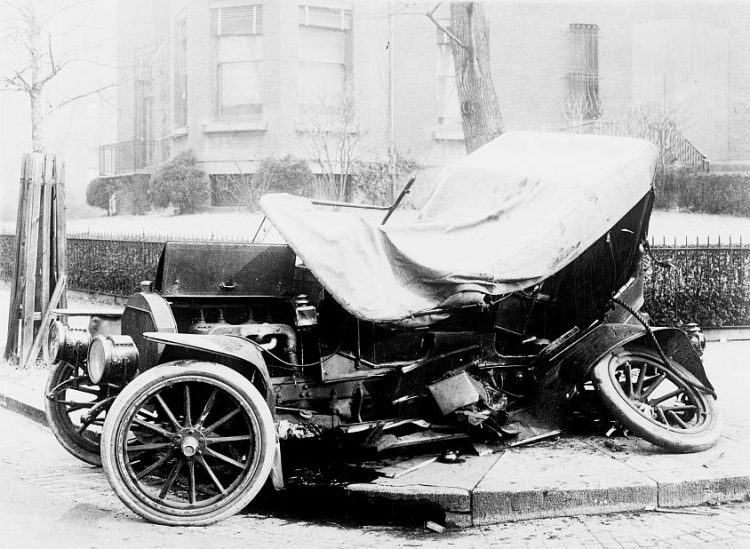 Early car accident photo
