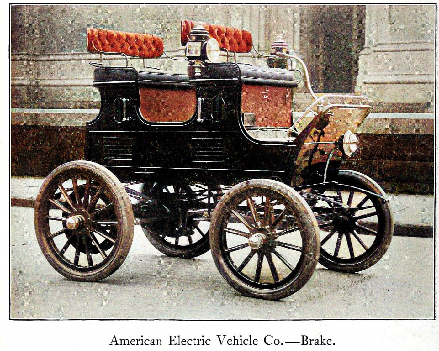 Early vintage motorcar - automobile from the turn of the century (1)