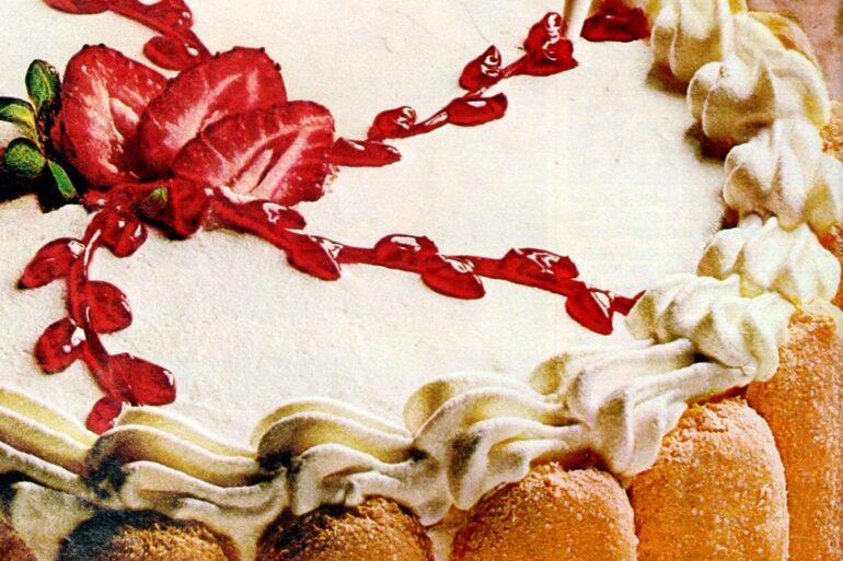 Elegant strawberry apricot cakev