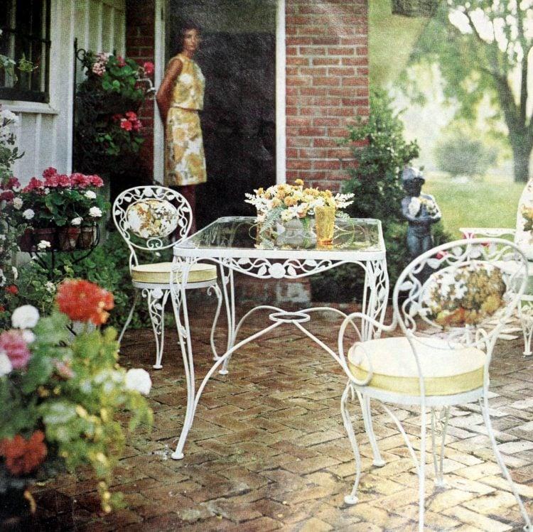 Elegant white iron patio set from 1966