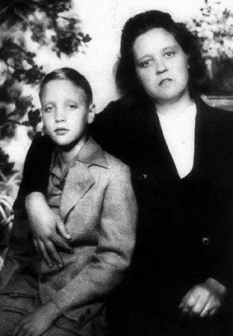 Elvis Presley with his mother Gladys Presley