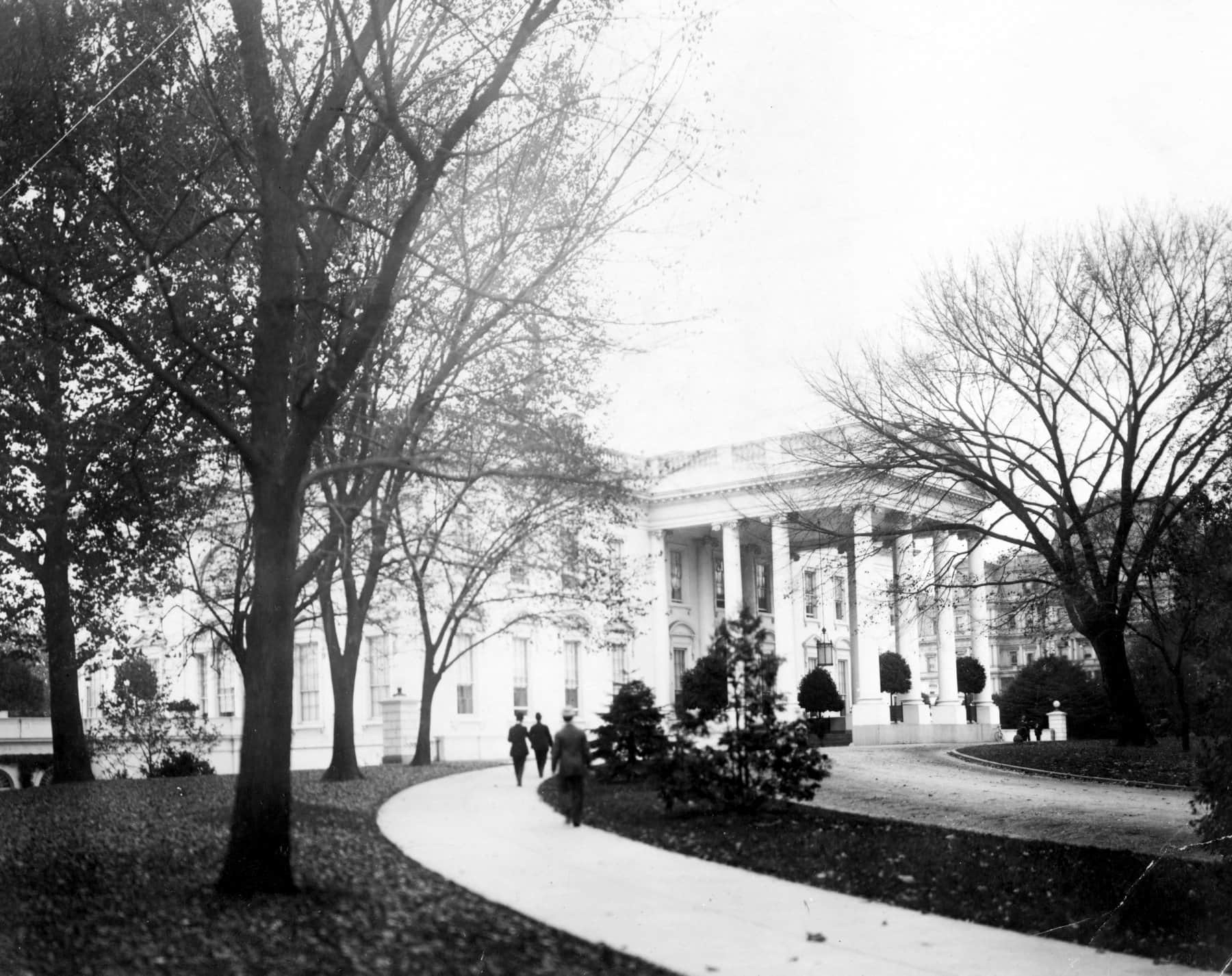 Exterior of north portico of White House (1908)
