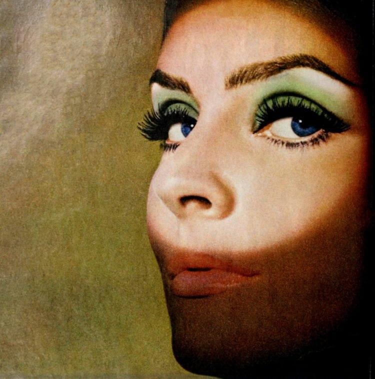 False eyelashes - makeup