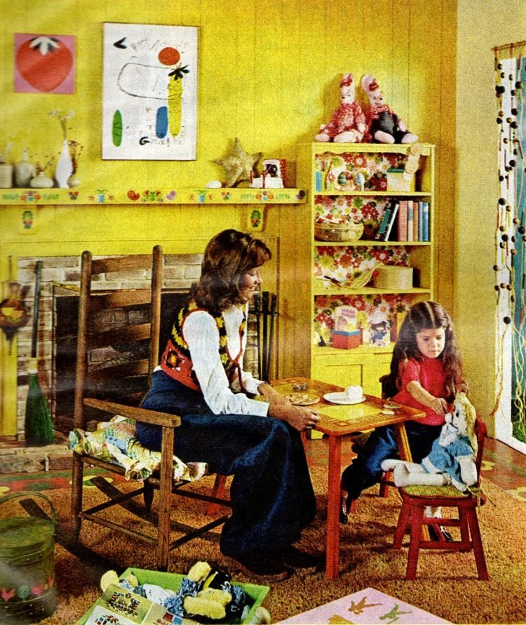 Family at home - Mother and daughter tea party
