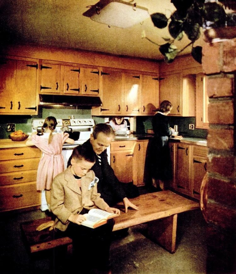 Family in the kitchen - 1952