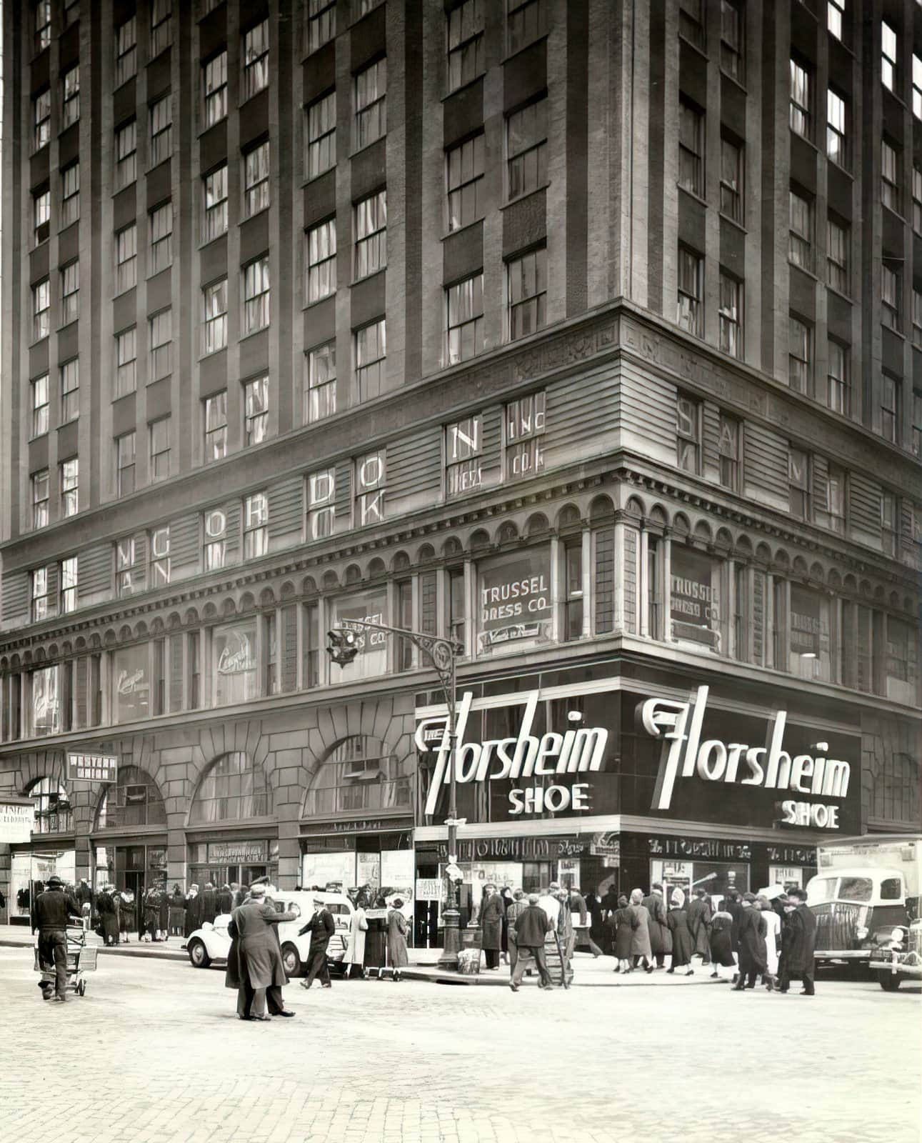 Florsheim Shoes store - NYC - 501 Seventh Avenue - West 37th Street (1930s)