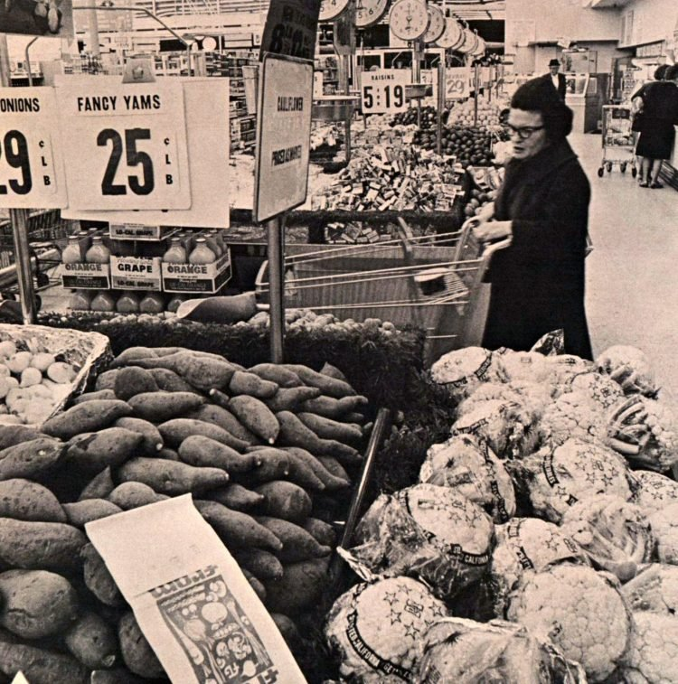 Food Giant vintage grocery store - 1965 14