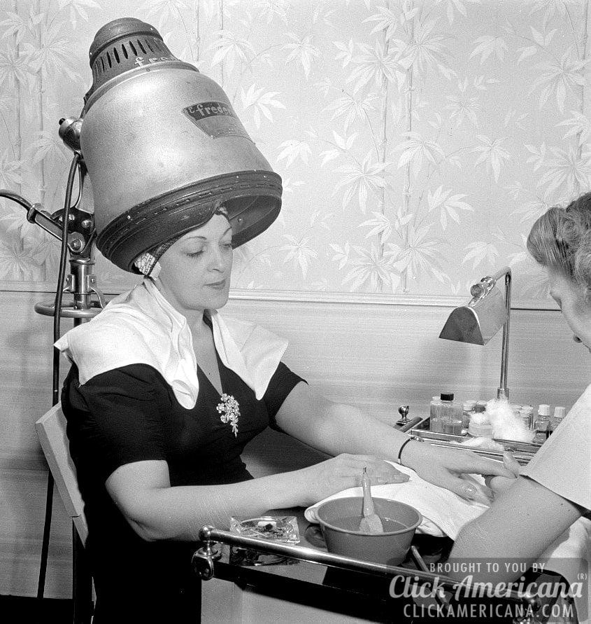 A visit to the beauty salon in 1942 click americana - Salon des inventions paris ...