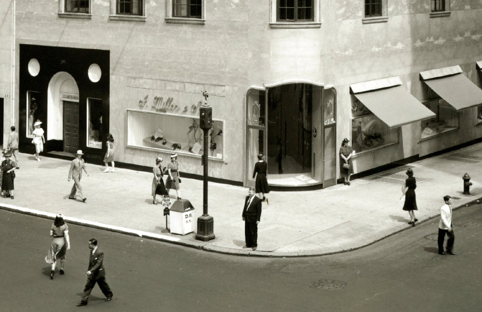 Fifth Avenue NYC shoe store - I. Miller & Sons Bldg - 1930s/1940s