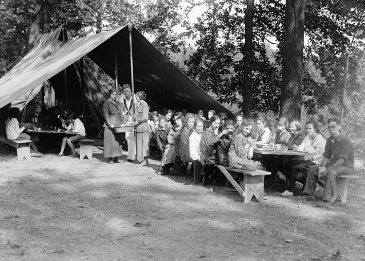 Girl Scouts and National Emergency War Gardens from WWI