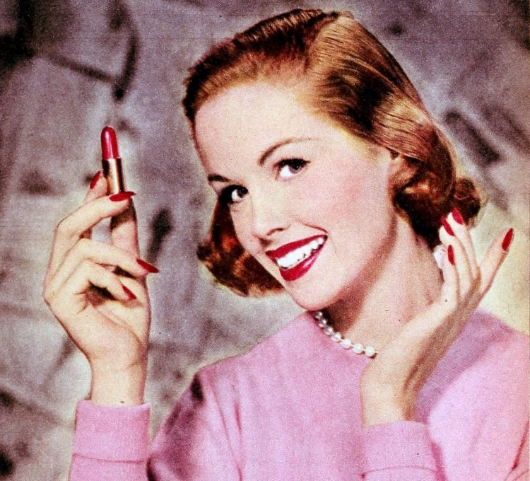 Girl with lipstick from the 1950s