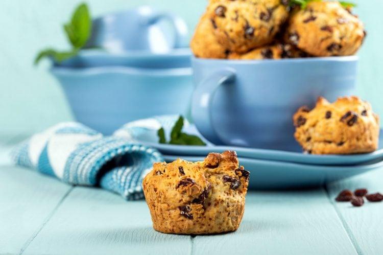 Gluten-free raisin cakes