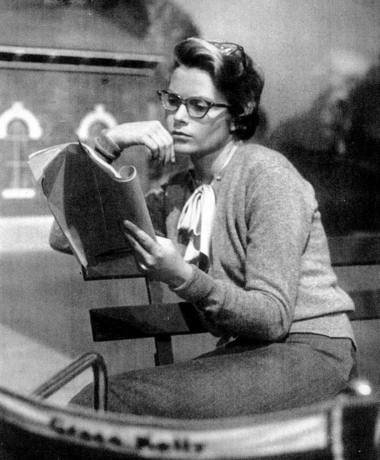 Grace Kelly in glasses Apr 26, 1954