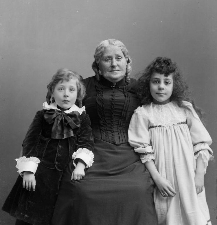 Grandmother with two grandchildren - Photo: Estes children & grandmother (1890s)