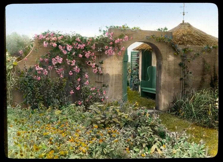 Gray Gardens - Hamptons NY 1916 East gate to tool house
