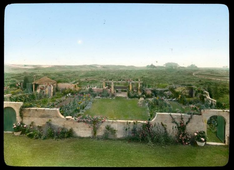 Gray Gardens - Hamptons NY 1916 Full view