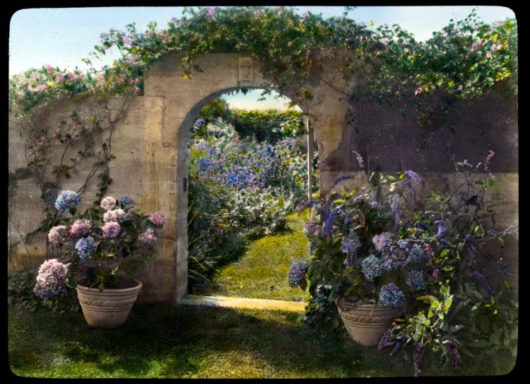 Gray Gardens - Hamptons NY 1916 Northeast gate to garden